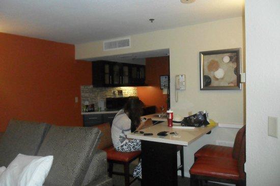 Staybridge Suites Lake Buena Vista : Living y cocina