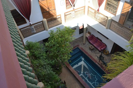 Riad El Zohar: The view looking down from the roof terrace.