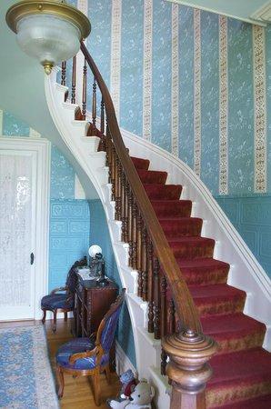 La Belle Vie Bed & Breakfast : staircase