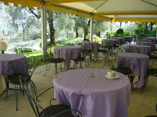 Residence Englovacanze: il dehors....raffinato elegante e rilassante