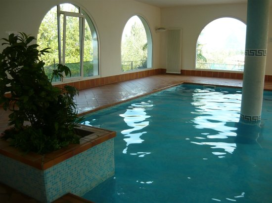 Residence Englovacanze: la piscina (unico piccolissimo neo la temperatura dell'acqua...23°...un pò freddina...)