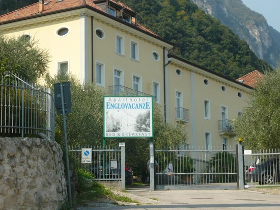 Residence Englovacanze : l'esterno