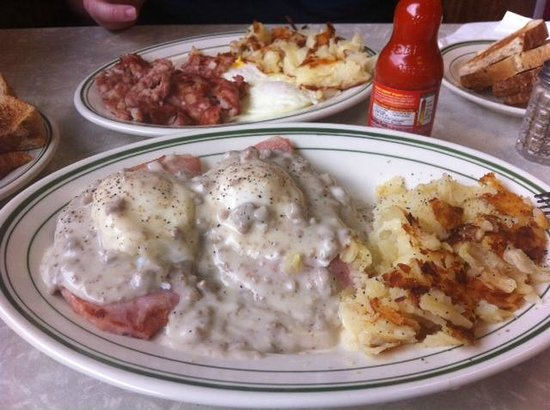 Port Huron, MI: Corned Beef Hash and Farmer's Benny at Cavis