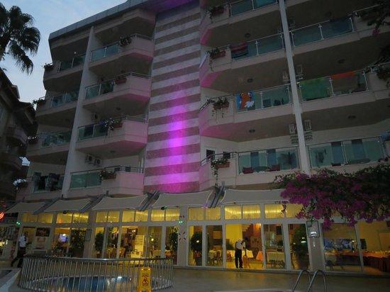 Erkaptan Apart Hotel: hotel fra poolsiden