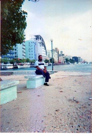 Kam Hotel : Below near the jetty