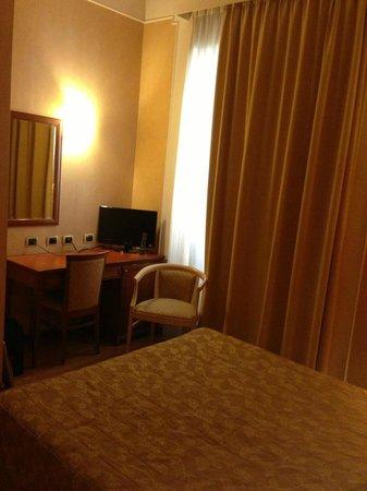 Hotel Terminal: Particolare camera 1 213