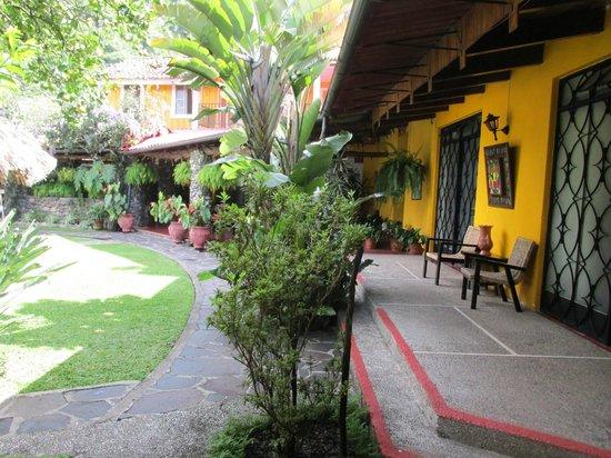 Hotel Cacique Inn: courtyard