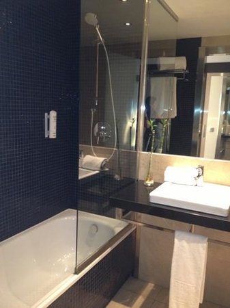 Tryp Cadiz la Caleta Hotel: baño hab Premium