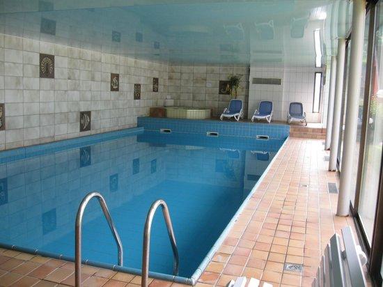 Au Bois le Sire : Piscine et bains bouillonant