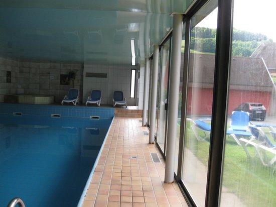 Au Bois le Sire: piscine