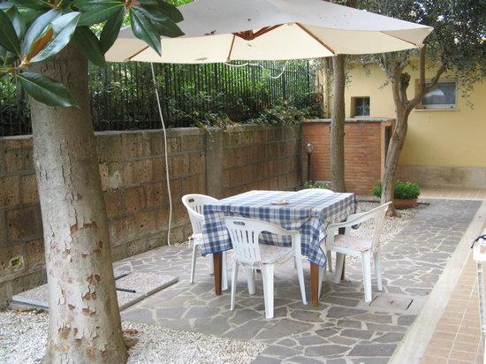 B&B La Casetta Ladispoli: Giardino Miana