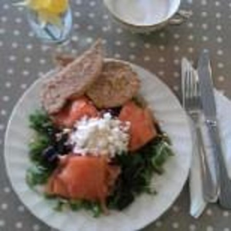 Mad Hatter Cafe: Smoked Salmon Salad