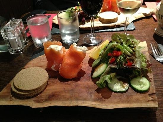 The Bellachroy Restaurant : saumon fume !