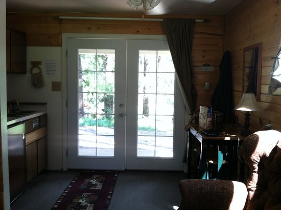 Mountain Meadows Cabins: Inside Looking Out