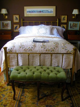 The White House Inn: The Brown Room