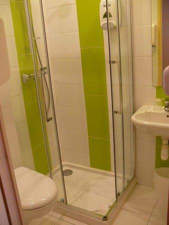 Citotel Hôtel Le Bretagne : Neues Bad