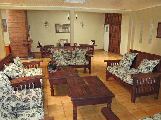 Mapiri Country Golf Lodge : Main Lounge