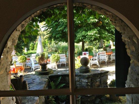 Liller's Historische Schlossmuehle : Am Gartenteich gibts leckern Kuchen und Kaffee