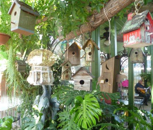 Delicieux Backstreet Restaurant: Birdhouses In The Garden.