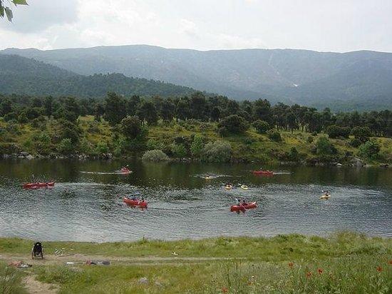 Albergue Juvenil Sierra de Gredos: CANOAS DEL ALBERGUE EN ALQUILER