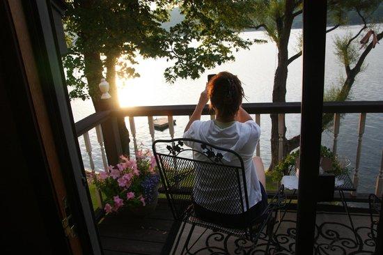 Tudor Hall B&B on Keuka Lake: Balcony on the Royal Suite