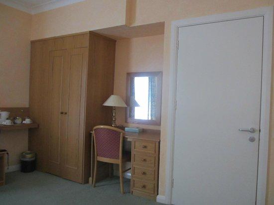 Chatsworth Hotel : room