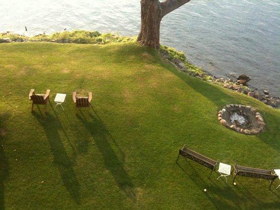 Tudor Hall B&B on Keuka Lake: Relaxing grounds