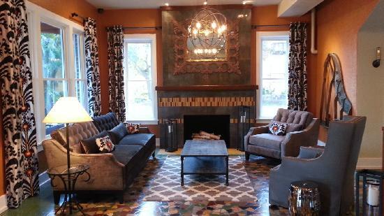 Hollander Hotel: Fireplace Lobby