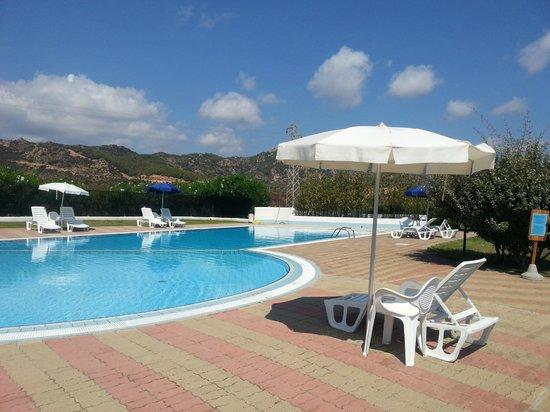 Hotel Biderrosa : piscina dell'hotel