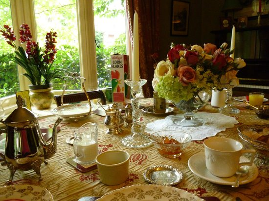 Alconbury Guesthouse: The Elegant Dining Room