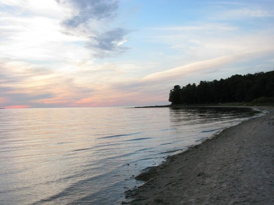 Barnes Park Campground: Beach to the north