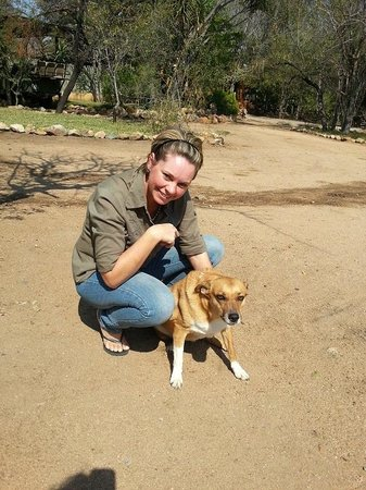 Toro Yaka Bush Lodge: Owner Nicole and her best friend