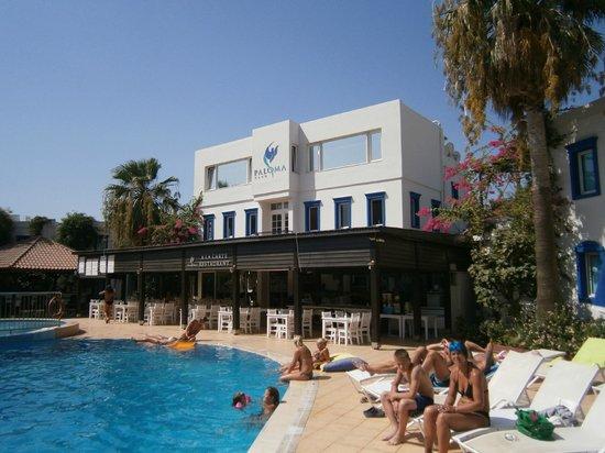 Club Paloma Apartments: Smashing