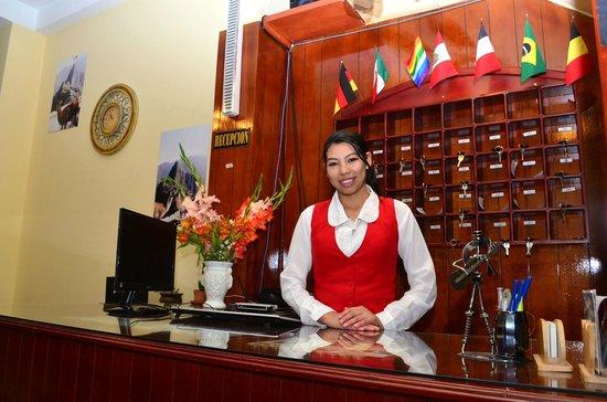 Hotel Mallmanya Inn: Recepcion