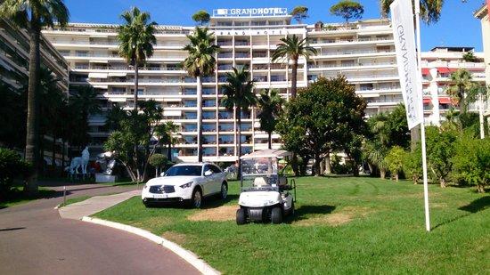 Le Grand Hotel: gardens