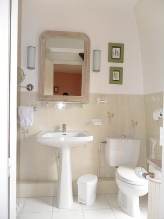 Hotel Diderot: Clean bathroom