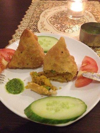 Ginti Indisches Restaurant: perfekt gebratene samosas