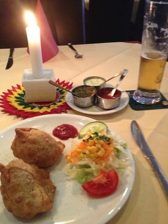 Indisches Restaurant Maharadscha: doppelte portion samosas