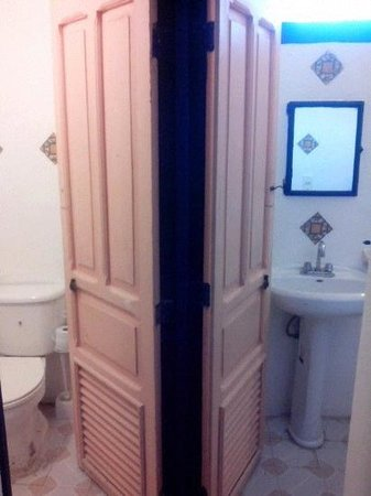 Hostel Candelaria: toilet