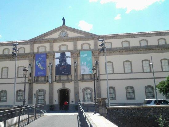 Gastrobar Mnh Armando Saldanha: Entrada al Museo y al restaurante