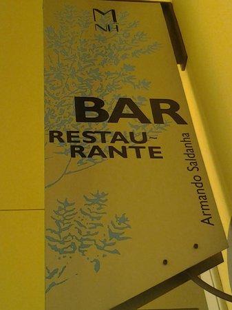 Gastrobar Mnh Armando Saldanha: Cartel del restaurante en la terraza