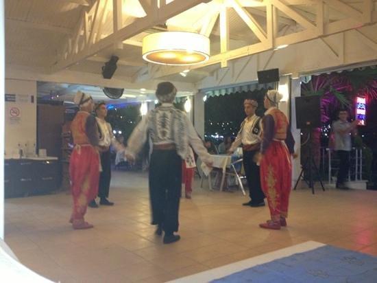 Turihan Hotel: Turkish night dancers in restaurant
