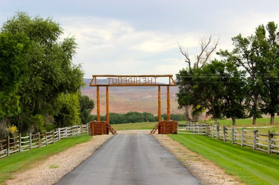 The Hideout Lodge & Guest Ranch: view toward the entry gate