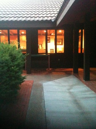 Briggs Pond : Courtyard