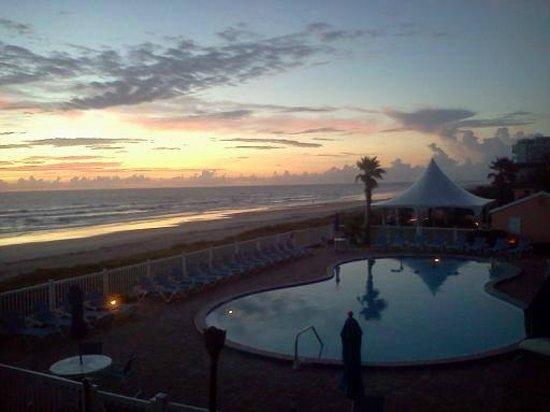 Coral Sands Inn & Seaside Cottages Ormond Beach: sunrise