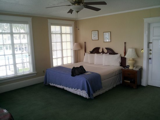 Lakeside Inn: Our lakeview room