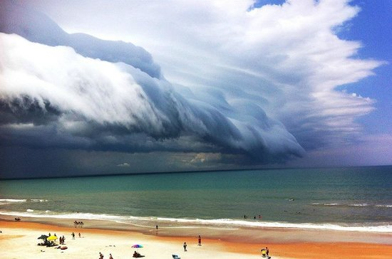 Coral Sands Inn & Seaside Cottages Ormond Beach: Nice shot of a Storm coming in from the North