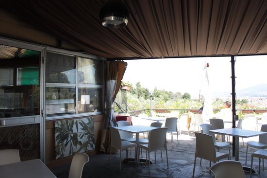 Camping Michelangelo: bar con terraza cubierta y descubierta