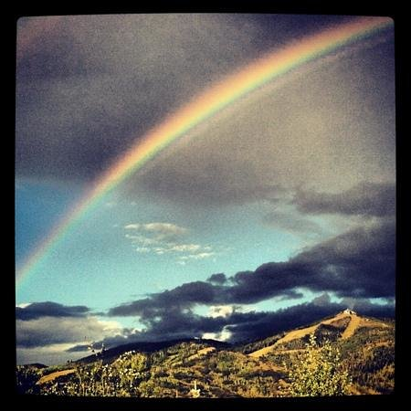 Holiday Inn Steamboat Springs: Happy hour rainbow from the bar at Rex's!