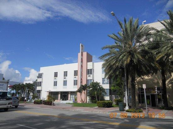 Tropics Hotel & Hostel: Excelente localização
